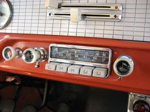 FORD_Taunus_17M_P2(TL)_deLuxe_Two_door_1958_Radio_Blaupunkt_Köln (2)