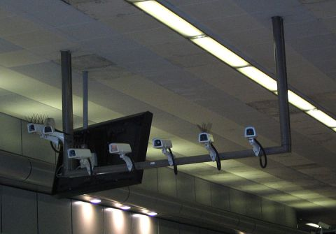 800px-Security_cameras_7_count_birmingham_new_street_station