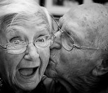 couples_cute_face_kiss_love_man_old_smile_woman-913a23114c032a80405a268c6b3c8578_m